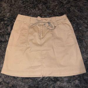 6/$20 St Johns Bay size 4 tan stretch skort